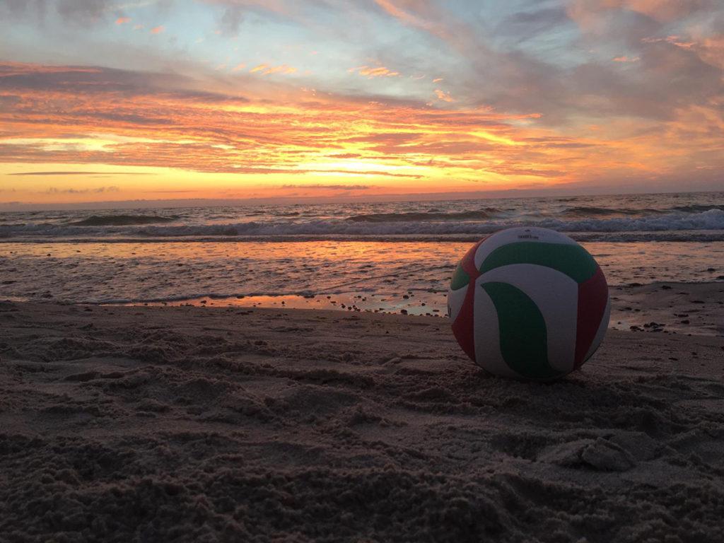 Challenge: Wer hat das schönste Urlaubsfoto mit einem Volleyball